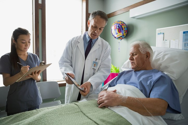 Admission serum phosphorus levels below 2.5 and 4.9 mg/dL and above are associated with increased odds of dying in the hospital.