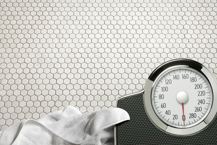 There was an average loss of 0.025 kg/year for every kilogram more that participants weighed at baseline.