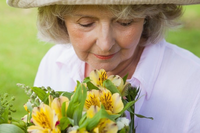 Worsening Sense of Smell Linked to Mild Cognitive Impairment, Dementia