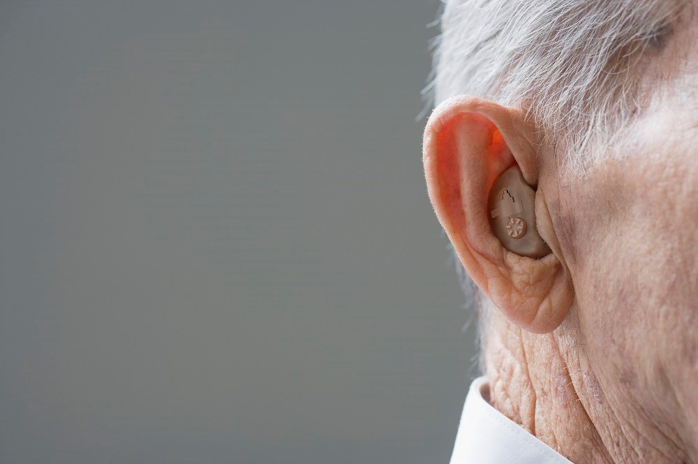Hearing aid use was positively associated with episodic memory scores.
