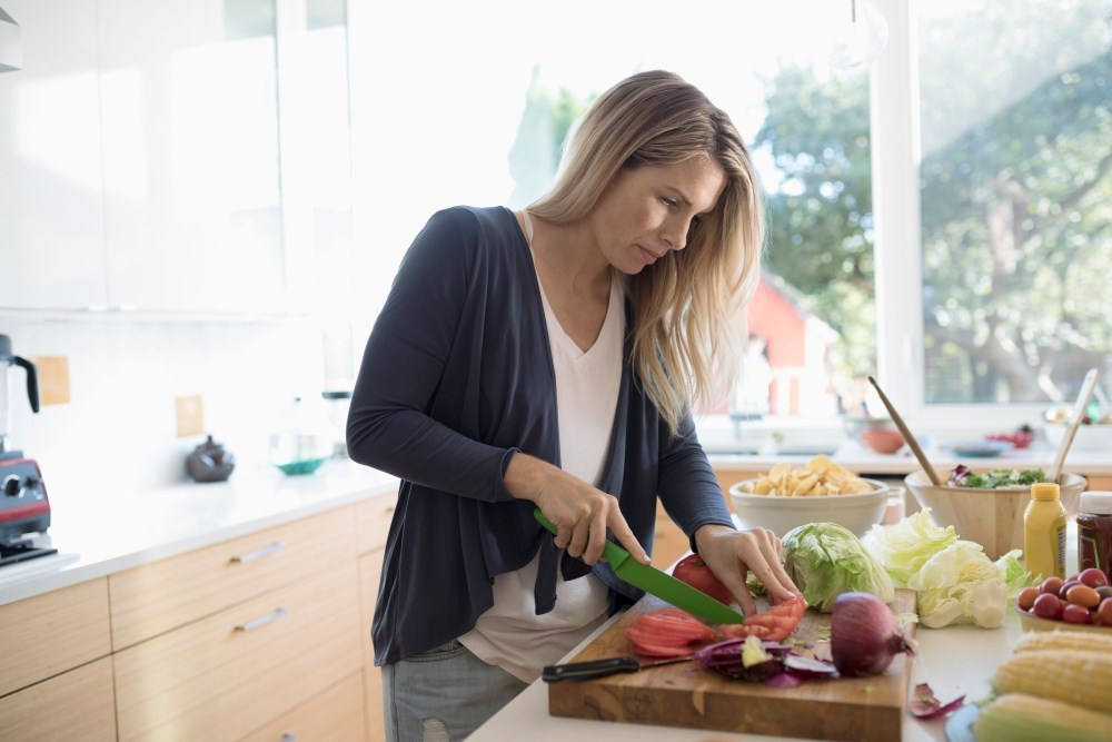 Based on the current evidence, there is a clear correlation between fibromyalgia symptoms and healthy diet, physical exercise, and maintaining a healthy body weight.