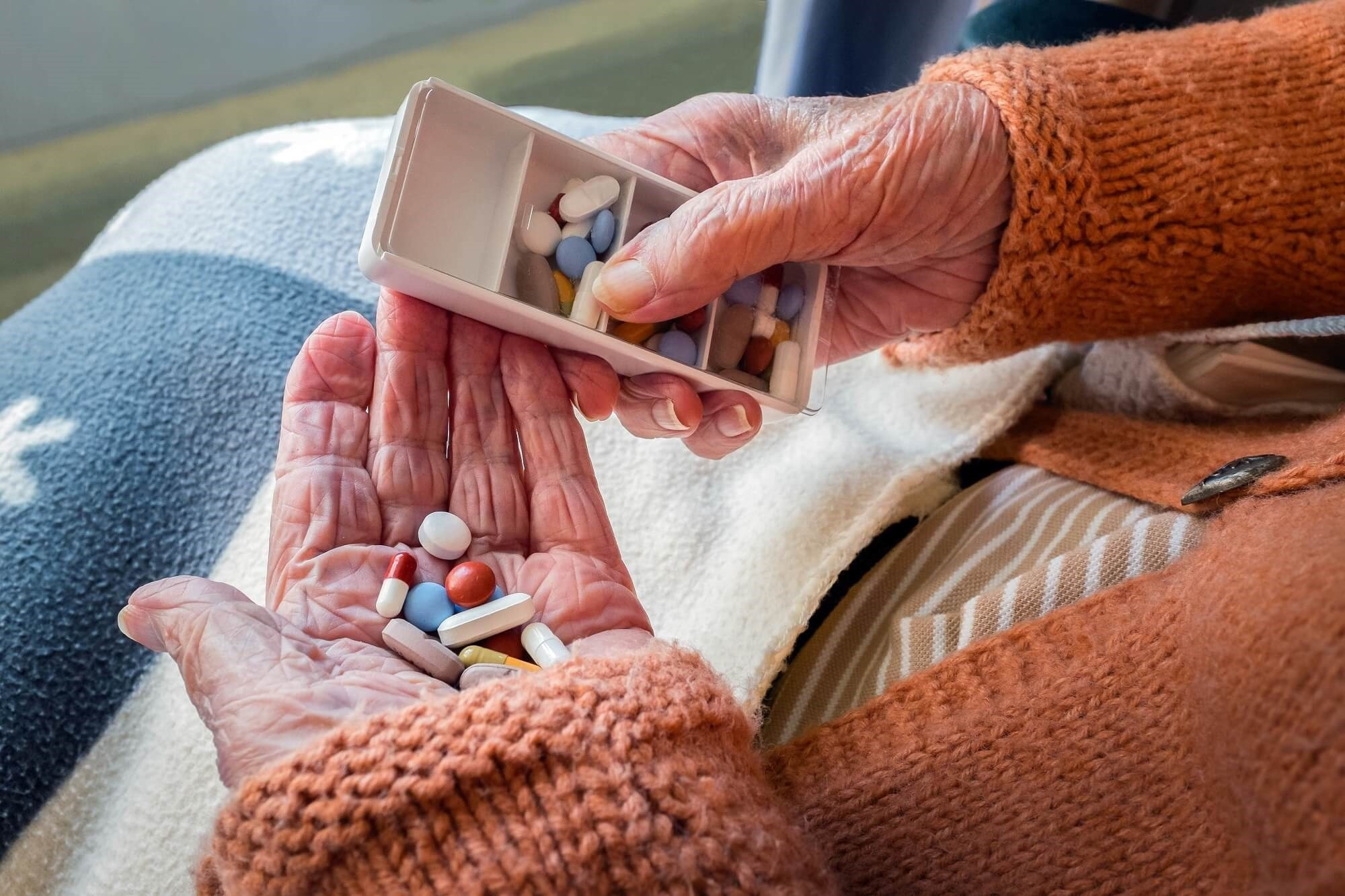 Cognitive Decline Worsens With Memantine, ChEIs in Patients With Alzheimer's